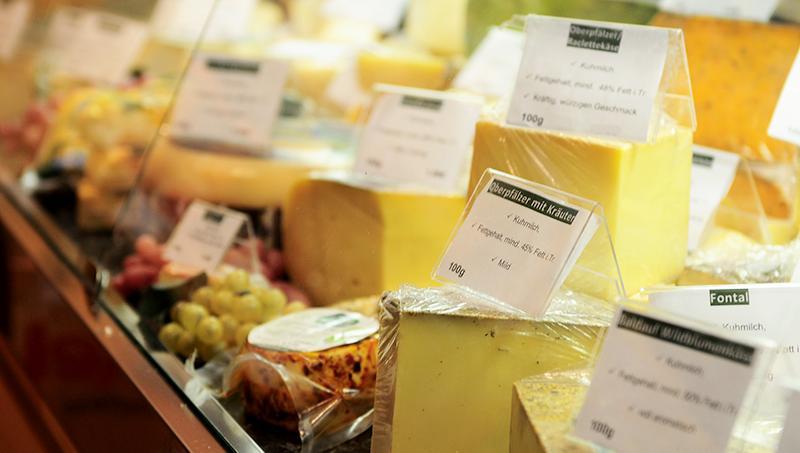 Käse- und Wursttheke