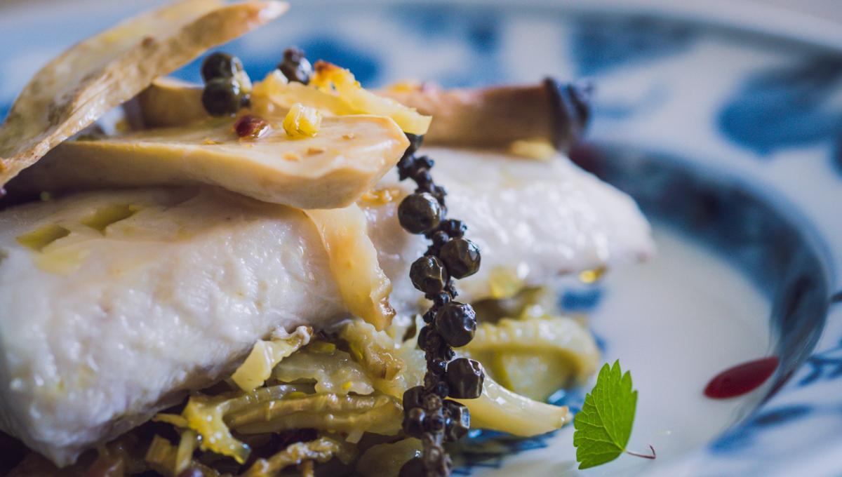 Kabeljau mit Fenchel und Kräuterseitlingen und grünem Kampot-Pfeffer
