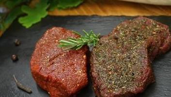 Steaks vom Hirsch in BBQ oder Forest Flawor Gewürz