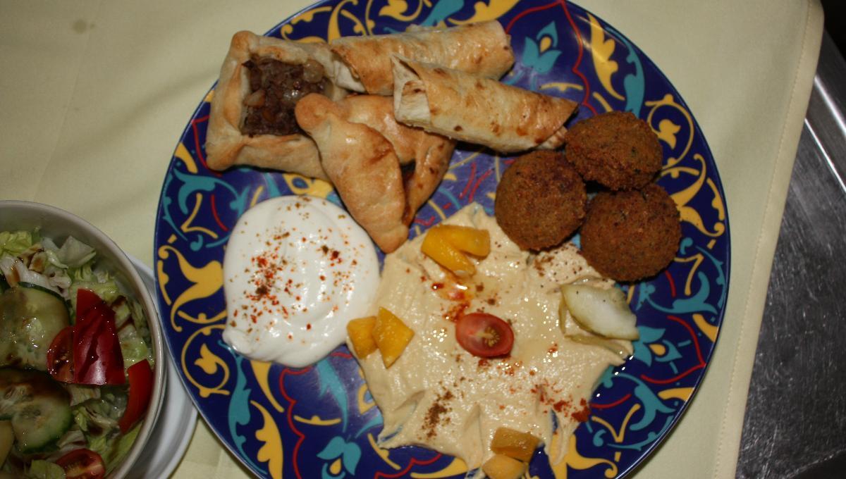 Teigtaschen und Falafel