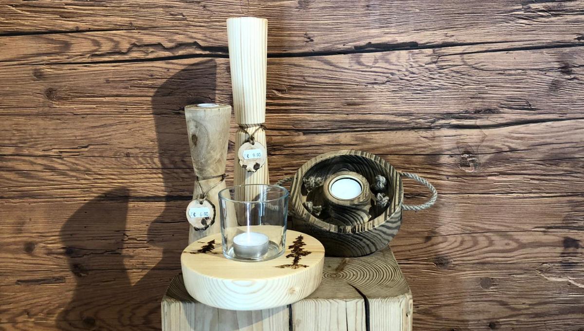 handgefertigte Kerzenständer aus Holz