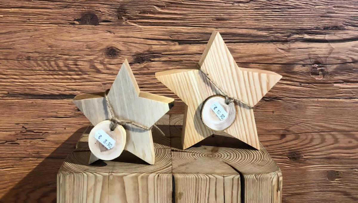 handgefertigte Dekorations-Sterne aus Holz