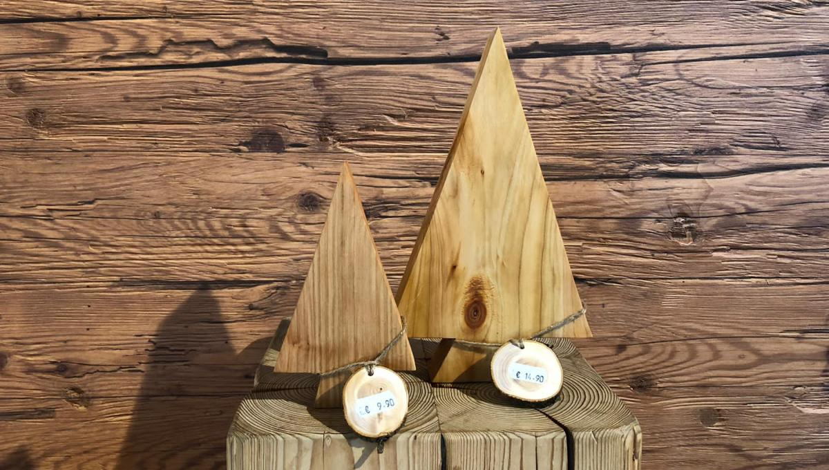 handgefertigte Dekorations-Bäume aus Holz