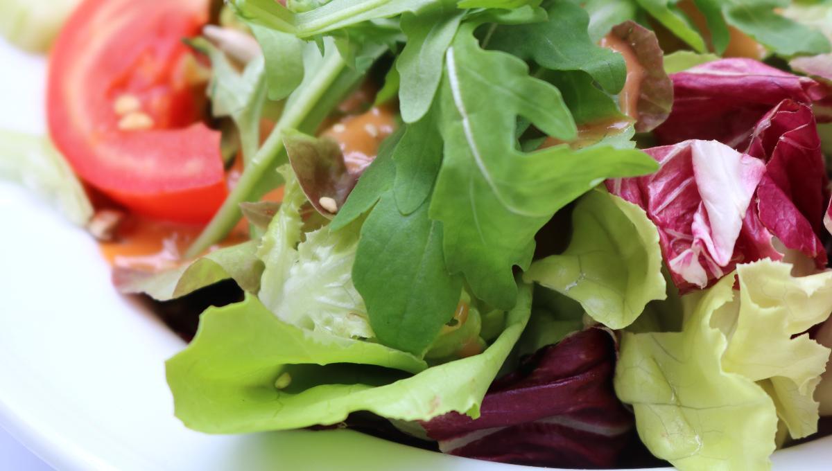 Kleiner gemischter Beilagensalat